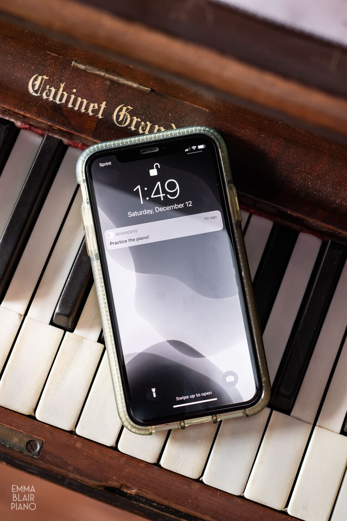 cell phone reminder to practice the piano